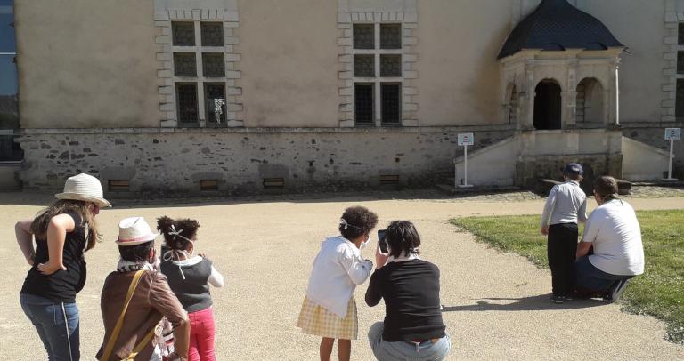furet-company-tourisme-post-covid-19-masque-enfant-tourisme-famille